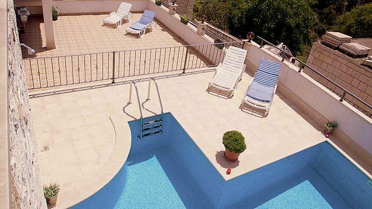 vakantiehuis met zwembad kroatië 03