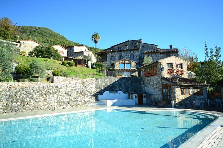 Villa giosy vakantiehuizen met priv zwembad for Zwembad prive
