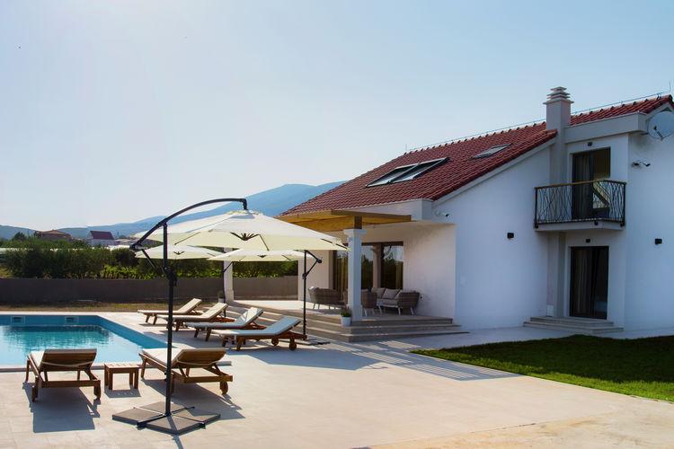 Villa cvita vakantiehuizen met priv zwembad for Vakantiehuisjes met prive zwembad